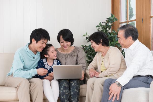 雰囲気の良い家族_イメージ