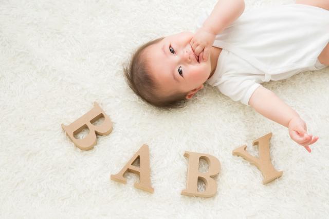 赤ちゃんの笑う顔